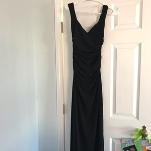 Laundry by Shelli Segal black floor-length gown